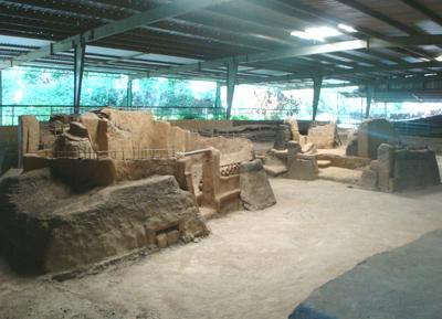 400 Дом шамана в археологическом комплексе Хойя-де-Серен