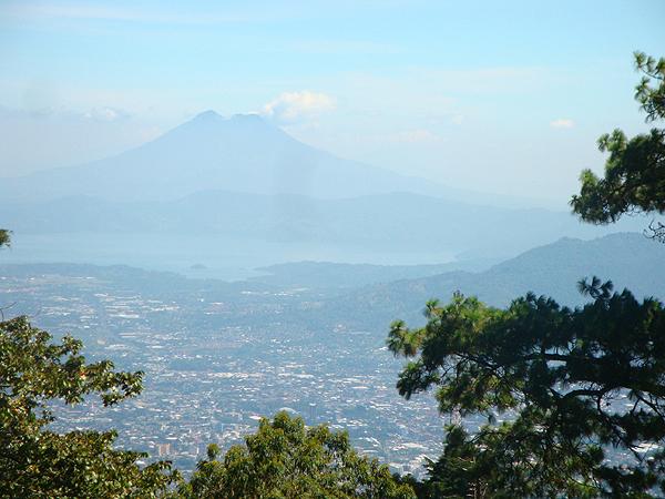 600 Сан-Сальвадор - город у подножья вулкана