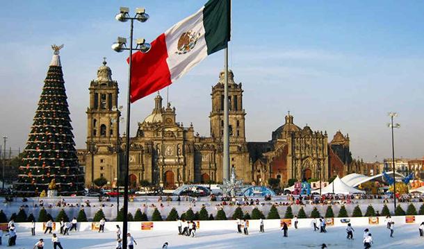 03 Празничная ёлка и каток на полощади Сокало в Мехико 550