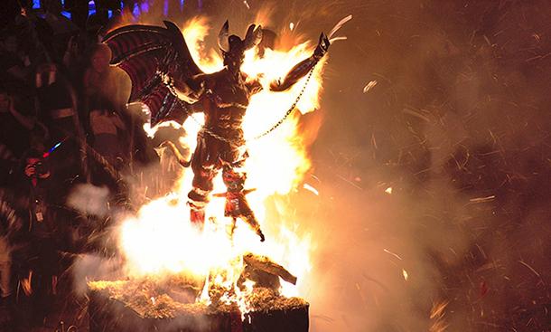 04 Сжигание Дьявола в Гватемале 7 декабря 550